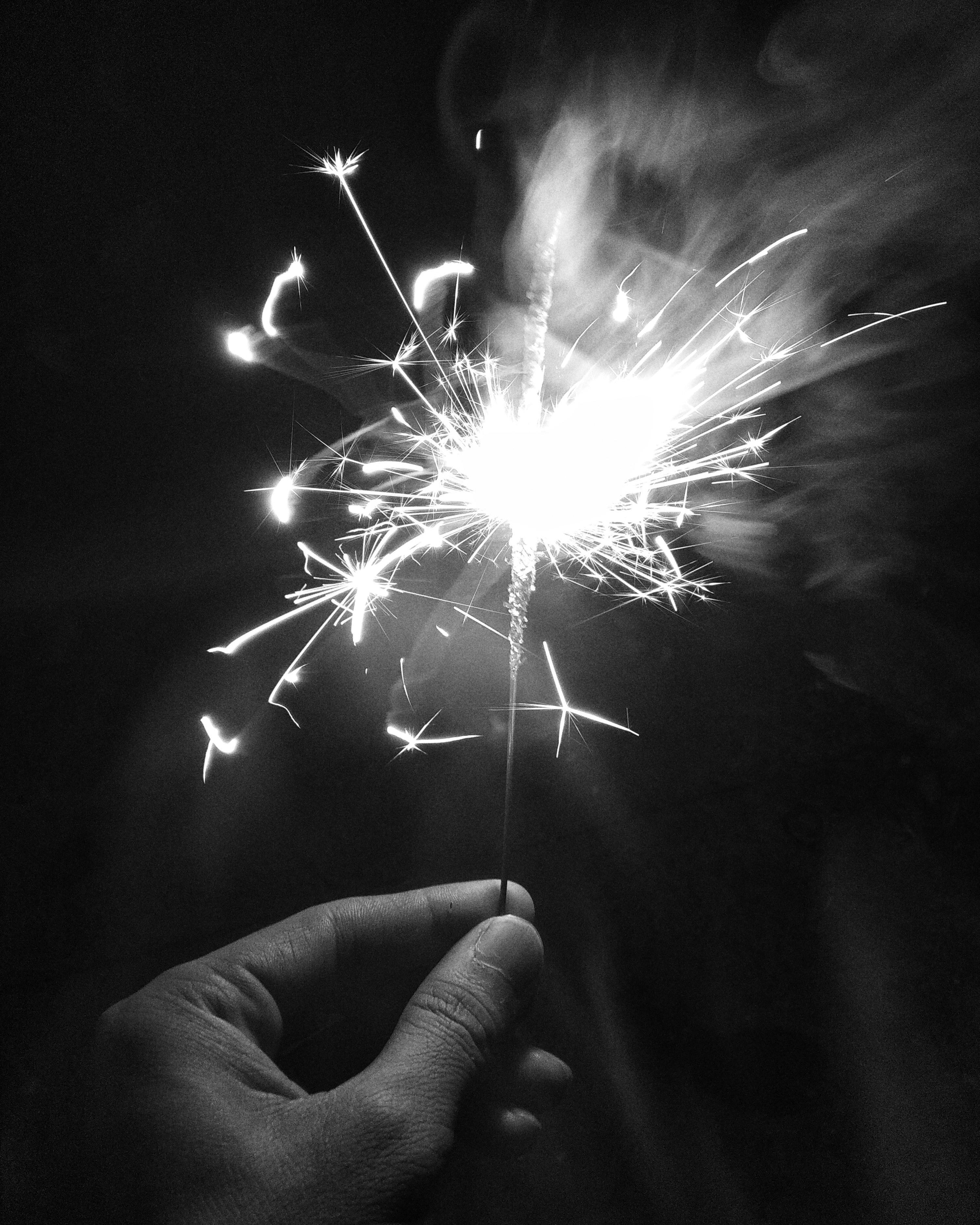 monochrome-sparkler